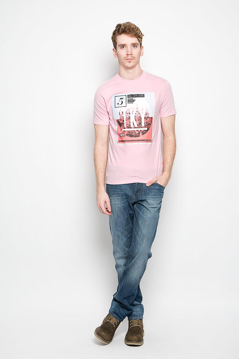 Футболка мужская F5, цвет: розовый. 152027/2224. Размер M (48)152027Стильная мужская футболка F5 выполнена из натурального хлопка. Материал очень мягкий и приятный на ощупь, обладает высокой воздухопроницаемостью и гигроскопичностью, позволяет коже дышать. Модель прямого кроя с круглым вырезом горловины и короткими рукавами. Горловина обработана трикотажной резинкой, которая предотвращает деформацию после стирки и во время носки. Футболка дополнена оригинальным рисунком и надписями на английском языке.Такая модель подарит вам комфорт в течение всего дня и послужит замечательным дополнением к вашему гардеробу.