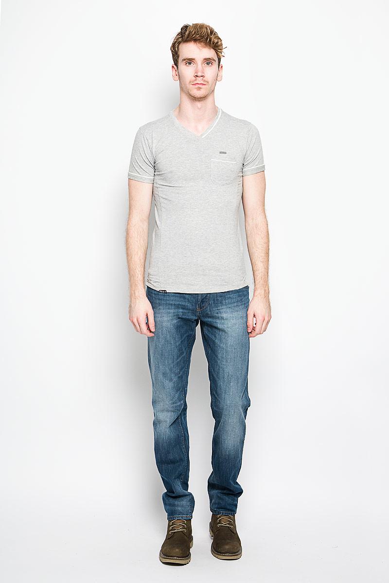 Футболка мужская MeZaGuZ, цвет: светло-серый меланж. Tonga/LIGHTGREY. Размер L (50)Tonga/LIGHTGREYСтильная мужская футболка MeZaGuZ выполнена из хлопка с добавлением эластана. Материал очень мягкий и приятный на ощупь, обладает высокой воздухопроницаемостью и гигроскопичностью, позволяет коже дышать. Модель прямого кроя с круглым вырезом горловины и короткими рукавами. Футболка дополнена небольшим накладным карманом, металлической нашивкой с названием бренда и контрастным кантом на горловине, рукавах и кармане.Такая модель подарит вам комфорт в течение всего дня и послужит замечательным дополнением к вашему гардеробу.