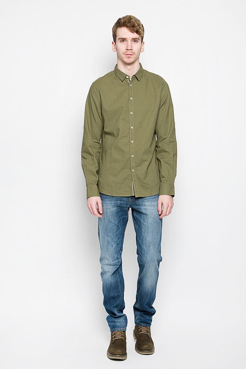 Рубашка мужская Sela, цвет: оливковый. H-212/671_6123. Размер 41 (48)H-212/671_6123Мужская рубашка Sela, выполненная из натурального льна и хлопка, идеально дополнит ваш образ. Она мягкая и приятная на ощупь, не сковывает движения и позволяет коже дышать.Рубашка классического кроя с длинными рукавами и отложным воротником застегивается на пуговицы по всей длине. Длина рукава регулируется с помощью хлястика с застежкой-пуговицей. На груди модель дополнена накладным карманом.Такая модель будет дарить вам комфорт в течение всего дня и станет стильным дополнением к вашему гардеробу.
