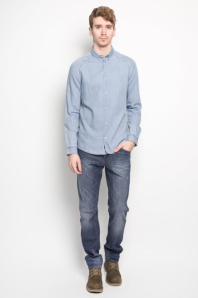 Рубашка мужская Tom Tailor, цвет: голубой джинс. 2031456.00.15_1051. Размер M (48)2031456.00.15_1051Модная мужская рубашка Tom Tailor прекрасно подойдет для повседневной носки. Благодаря своему составу, в который входят хлопок и лиоцелл, изделие очень мягкое и приятное на ощупь, не сковывает движения и хорошо пропускает воздух. Рубашка с отложным воротником и длинными рукавами-реглан застегивается на пуговицы по всей длине. На рукавах предусмотрены манжеты с застежками-пуговицами.Такая модель будет дарить вам комфорт в течение всего дня и станет стильным дополнением к вашему гардеробу.