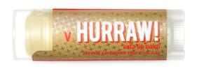 Hurraw! Бальзам для губ Vata Lip Balm, 4,3 г005212Бальзамы для губ Hurraw! производятся в США на небольшом домашнем производстве.Идея создателей бренда заключалась в том, чтобы разработать поистине идеальный бальзам для губ: натуральный, вегетарианский, произведенный из органических ингредиентов высочайшего качества и не содержащий вредных веществ и искусственных компонентов.Все бальзамы Hurraw! производятся из чистого органического масла, которое добывается путем холодного отжима, что позволяет всем веществам сохранять свои полезные свойства.Помимо этого, приятно знать, что продукция марки Hurraw! не содержит ингредиентов животного происхождения и никогда не тестируется на животных.А еще бальзамы разливаются по флакончикам вручную!
