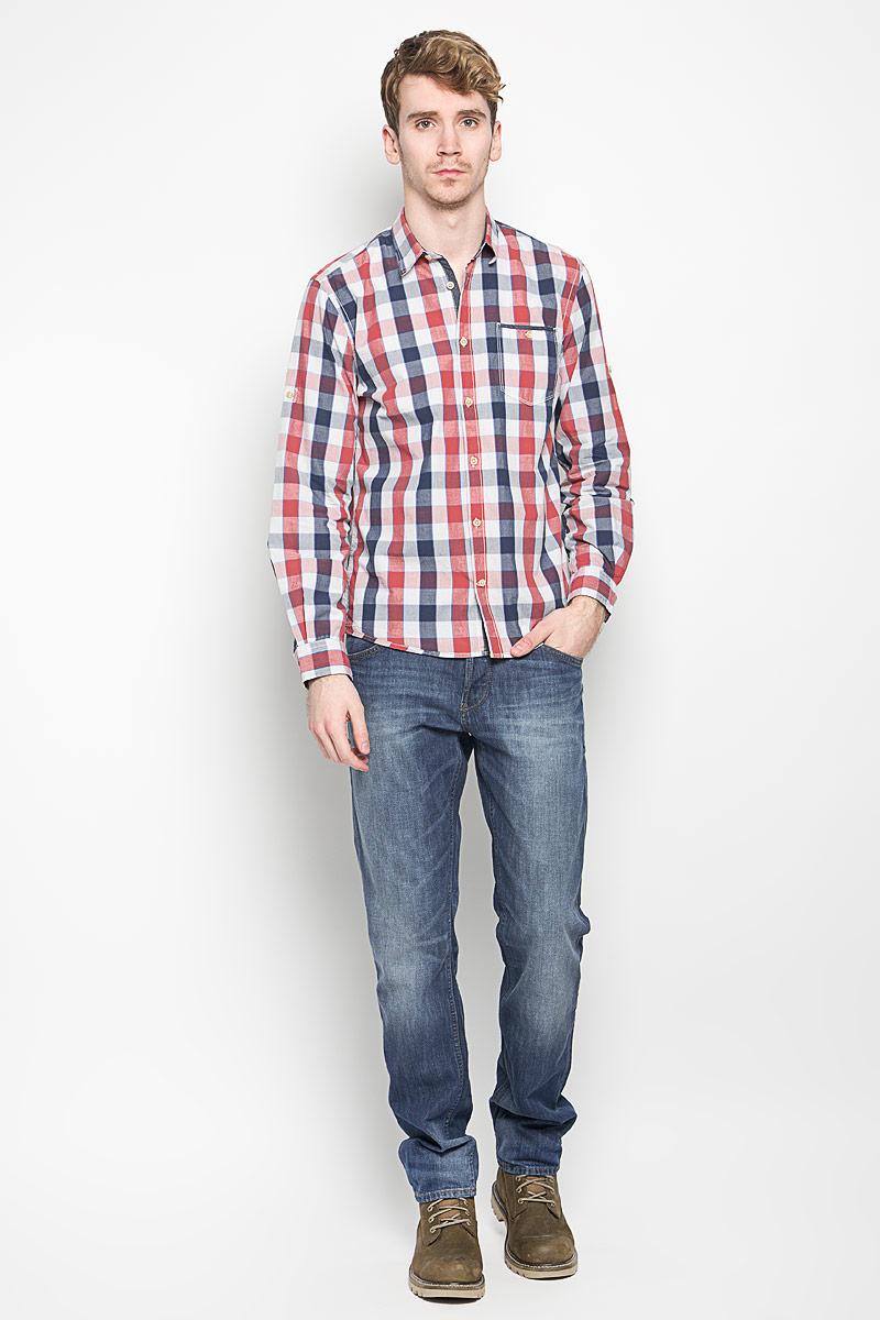 Рубашка мужская Tom Tailor, цвет: темно-синий, красный, белый. 2031340.00.10_6519. Размер M (48)2031340.00.10_6519Стильная мужская рубашка Tom Tailor, выполненная из 100% хлопка, обладает высокой теплопроводностью, воздухопроницаемостью и гигроскопичностью, позволяет коже дышать, тем самым обеспечивая наибольший комфорт при носке. Модель классического кроя с отложным воротником застегивается на пуговицы. Длинные рукава рубашки дополнены манжетами на пуговицах. Рубашка оформлена принтом в клетку. При необходимости рукава можно закатать и зафиксировать их с помощью хлястика с пуговицей. На груди предусмотрен небольшой кармашек, закрывающийся на пуговицу.Такая рубашка подчеркнет ваш вкус и поможет создать великолепный стильный образ.