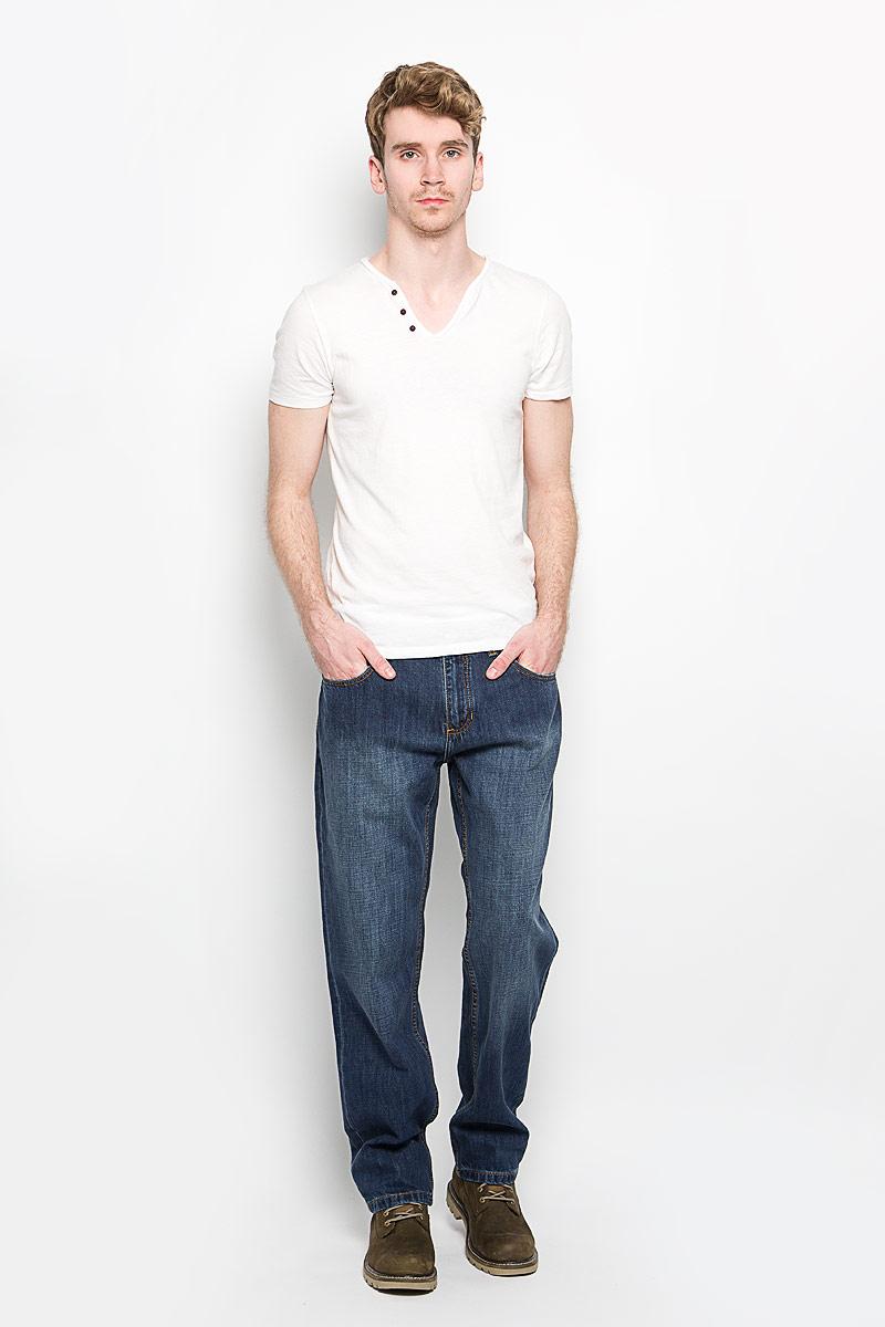 Джинсы мужские Lee Cooper Richard, цвет: темно-синий. M10070-0101/WN13. Размер 32-34 (48-34)M10070-0101/WN13Стильные мужские джинсы Lee Cooper Richard - джинсы высочайшего качества, которые прекрасно сидят. Модель слегка зауженного к низу кроя и средней посадки изготовлена bp натурального хлопка, не сковывает движения и дарит комфорт. Джинсы на талии застегиваются на металлическую пуговицу, а также имеют ширинку на застежке-молнии и шлевки для ремня. Спереди модель дополнена двумя втачными карманами и одним накладным небольшим кармашком, а сзади - двумя большими накладными карманами. Изделие оформлено небольшим эффектом потертости. Эти модные и в тоже время удобные джинсы помогут вам создать оригинальный современный образ. В них вы всегда будете чувствовать себя уверенно и комфортно.