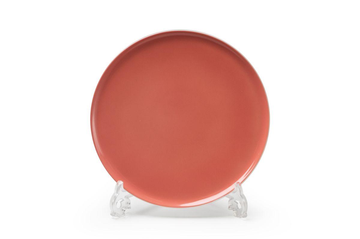 Тарелка десертная La Rose des Sables Yaka Rose, диаметр 21 см880121 2228Десертная тарелка La Rose des Sables Yaka Rose выполнена из высококачественного тунисского фарфора, изготовленного из уникальной белой глины. На всех изделиях La Rose des Sables можно увидеть маркировку Pate de Limoges. Это означает, что сырье для изготовления фарфора добывают во французской провинции Лимож, и качество соответствует высоким европейским стандартам. Все производство расположено в Тунисе. Особые свойства этой глины, открытые еще в 18 веке, позволяют создать удивительно тонкую, легкую и при этом прочную посуду. Благодаря двойному термическому обжигу фарфор обладает высокой ударопрочностью, жаропрочностью и великолепным блеском глазури. Коллекция Yaka Rose - яркий пример посуды в современном дизайне. Стильное сочетание лаконичной формы и необычного розового цвета с коралловым оттенком. Прекрасный вариант посуды на каждый день. Можно использовать в СВЧ печи и мыть в посудомоечной машине.
