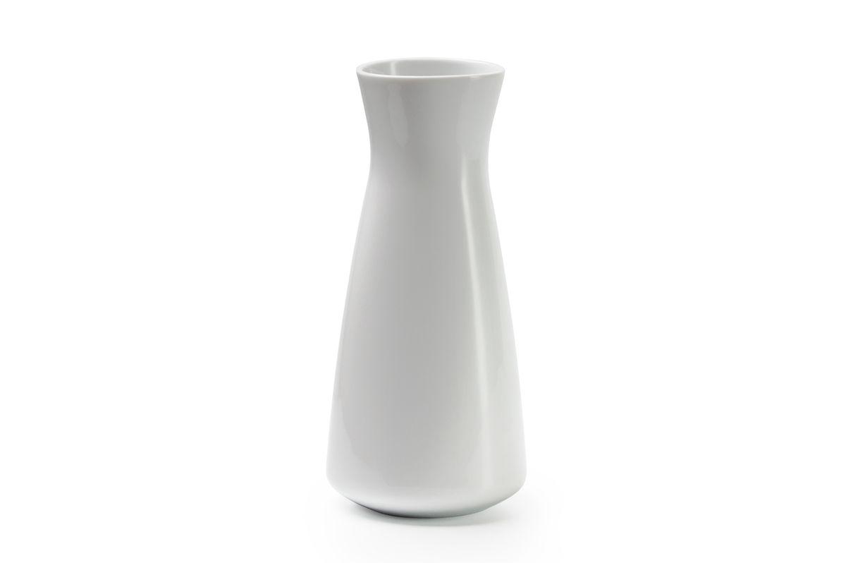 """Ваза La Rose des Sables """"Yaka"""" выполнена из высококачественного фарфора и имеет изысканный внешний вид. Такая ваза станет ярким украшением интерьера и прекрасным подарком к любому случаю.Высота вазы: 23 см."""