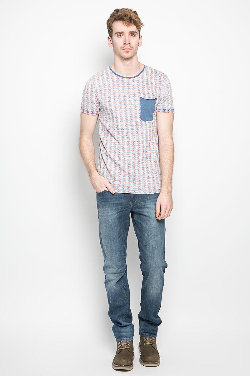 Футболка мужская Tom Tailor Denim, цвет: голубой. 1034427.00.12_6696. Размер M (48)1034427.00.12_6696Стильная мужская футболка Tom Tailor выполнена из натурального хлопка. Материал очень мягкий и приятный на ощупь, обладает высокой воздухопроницаемостью и гигроскопичностью, позволяет коже дышать. Модель прямого кроя с круглым вырезом горловины и короткими рукавами. Футболка спереди дополнена небольшим накладным карманом и нашивкой с наименованием бренда, а сзади вышитым символом бренда. Низ рукавов обработан оригинальной подгибкой.Такая модель подарит вам комфорт в течение всего дня и послужит замечательным дополнением к вашему гардеробу.
