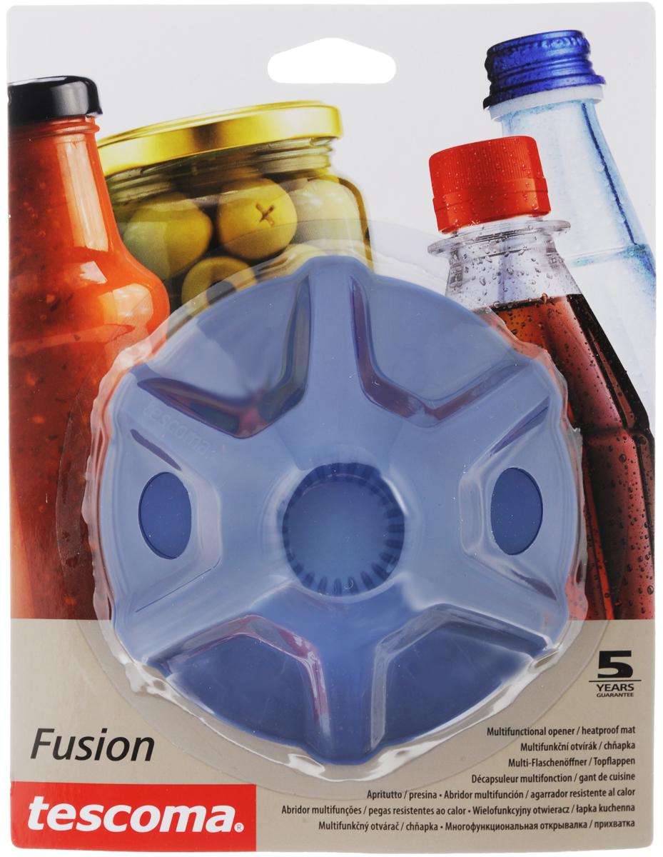 Прихватка-открывалка Tescoma Fusion, цвет: синий638498Многофункциональная прихватка-открывалка Tescoma Fusion, выполненная из высококачественного силикона, подходит для открывания всех видов бутылок и сосудов с винтовыми крышками с диаметром до 10 см, от ПЭТ-бутылок до банок. Изделие отлично подходит в качестве термостойкой кухонной прихватки при манипуляции с горячими кастрюлями и сковородками. Можно мыть в посудомоечной машине. Диаметр: 13 см.