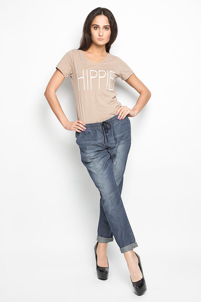 Брюки женские Broadway, цвет: синий. 10156332. Размер L (48)10156332_538Удобные женские брюки Broadway, выполненные из мягкого хлопка, отлично подойдут на каждый день. Модель зауженного к низу кроя - настоящее воплощение комфорта, такие брюки не сковывают движений и обеспечивают наибольшее удобство. Пояс изделия собран на эластичную резинку и дополнен шнурком. Спереди брюки дополнены двумя втачными карманами с косыми краями. Сзади имеется имитация двух прорезных карманов. Оформлена модель эффектом потертости.Эти комфортные брюки послужат отличным дополнением к вашему гардеробу. Они как нельзя лучше подойдут для прогулок и активного отдыха.