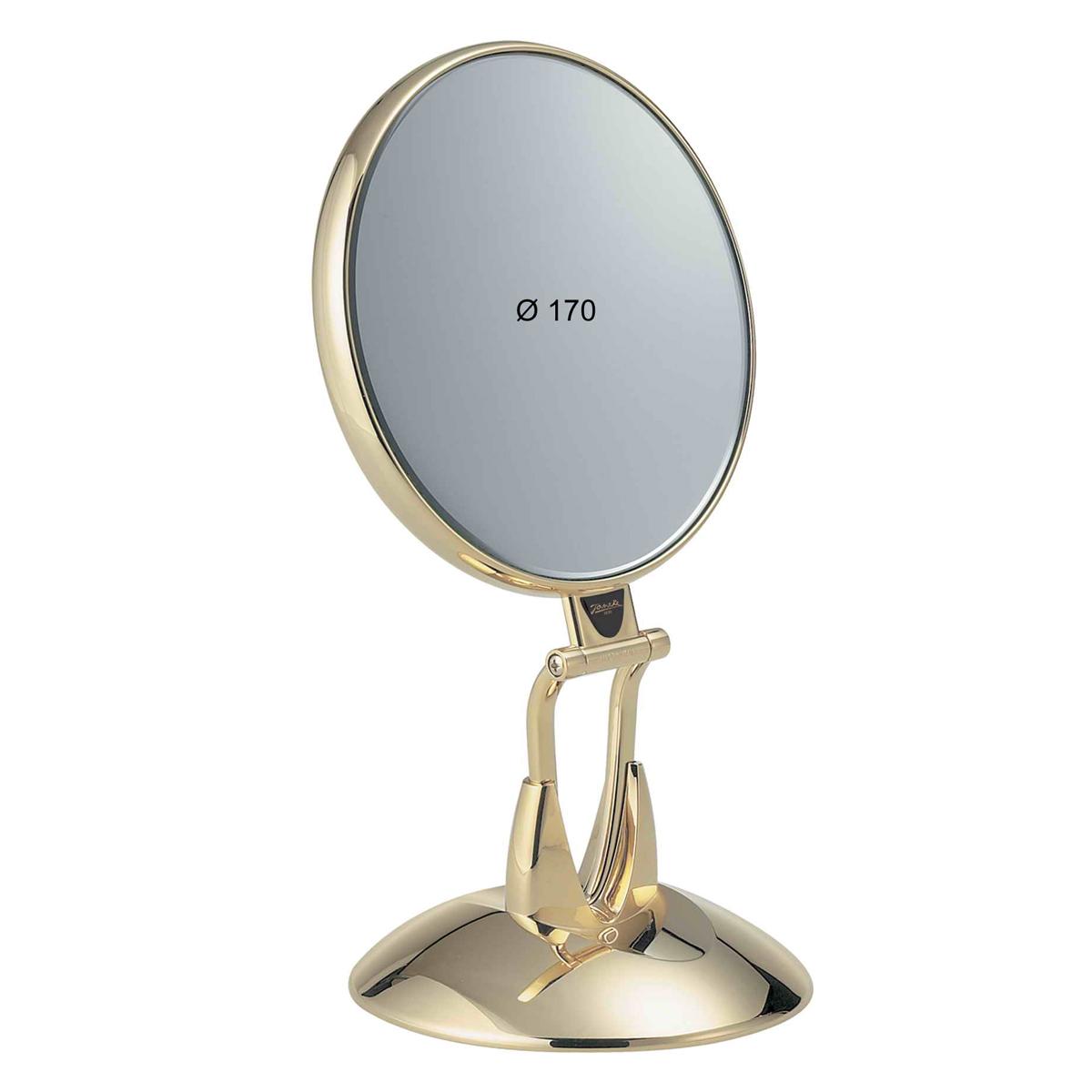 Janeke Зеркало настольное, линзы ZEISS, позолоченное, AU447.6SU.709977Марка Janeke – мировой лидер по производству расчесок, щеток, маникюрных принадлежностей, зеркал и косметичек. Марка Janeke, основанная в 1830 году, вот уже почти 180 лет поддерживает непревзойденное качество своей продукции, сочетая новейшие технологии с традициями ста- рых миланских мастеров. Все изделия на 80% производятся вручную, а инновационные технологии и современные материалы делают продукцию марки поистине уникальной. Стильный и эргономичный дизайн, яркие цветовые решения – все это приносит истин- ное удовольствие от использования аксессуаров Janeke. Зеркала для дома итальянской марки Janeke, изготовленные из высококачественных материалов и выполненные в оригинальном стильном дизайне, дополнят любой интерьер. Односторонние или двусторонние, с увеличением и без, на красивых и удобных подс- тавках – зеркала Janeke прослужат долго и доставят истинное удо- вольствие от использования