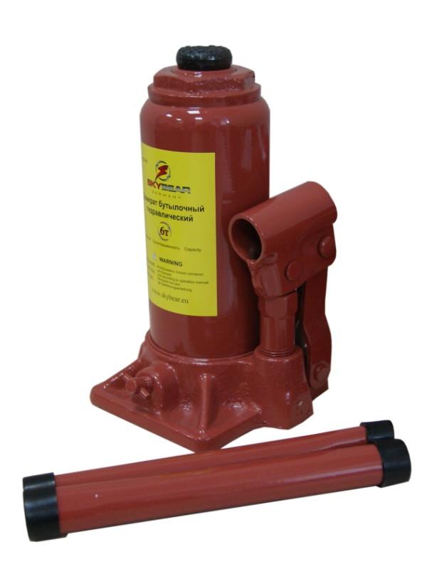 Домкрат бутылочный Skybear, гидравлический, 6 т410610Мощный бутылочный домкрат Skybear предназначен для работы с грузами массой до 6 тонн. Его можно использовать для подъема грузовой и коммерческой техники, а также для строительных и такелажных работ. Гидравлический привод домкрата позволяет быстро и без больших усилий поднять груз. Надежная и неприхотливая конструкция изделия обеспечивает его работоспособность в любых условиях.Домкрат предназначен для использования на ровной и твердой поверхности. Для переноски изделие оснащено удобной металлической ручкой.Максимальная нагрузка: 6 т.Минимальная высота: 20 см.Максимальная высота: 38,5 см.Высота винта: 6 см.Высота подъема: 12,5 см.