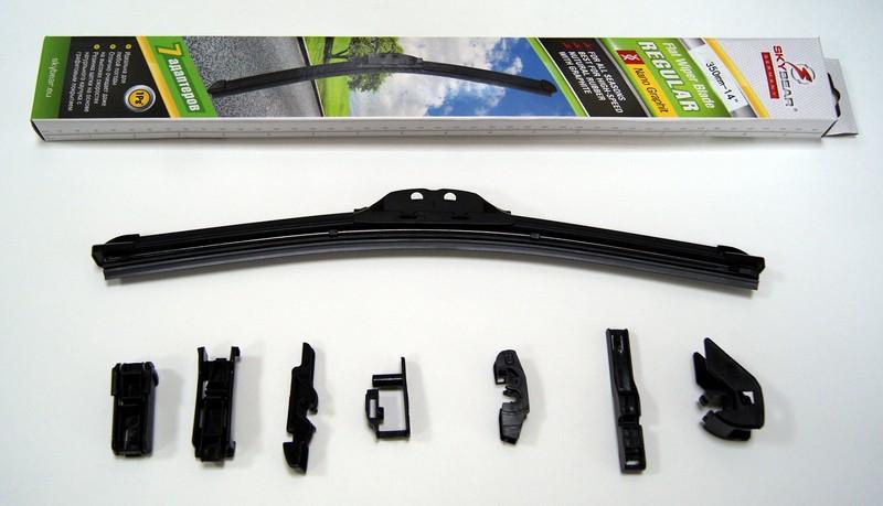 Щетка стеклоочистителя Skybear Regular, бескаркасная, 35 см, 1 шт702140Бескаркасная щетка стеклоочистителя Skybear Regular прекрасно очищает в любую погоду. Резинка выполнена на основе натурального каучука. Щетка имеет аэродинамический дизайн. Подходит к 95% автомобилей.В комплекте 7 адаптеров.