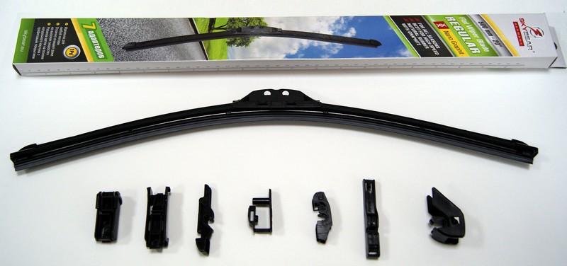 Щетка стеклоочистителя Skybear Regular, бескаркасная, 50 см, 1 шт702200Бескаркасная щетка стеклоочистителя Skybear Regular прекрасно очищает в любую погоду. Резинка выполнена на основе натурального каучука. Щетка имеет аэродинамический дизайн. Подходит к 95% автомобилей.В комплекте 7 адаптеров.