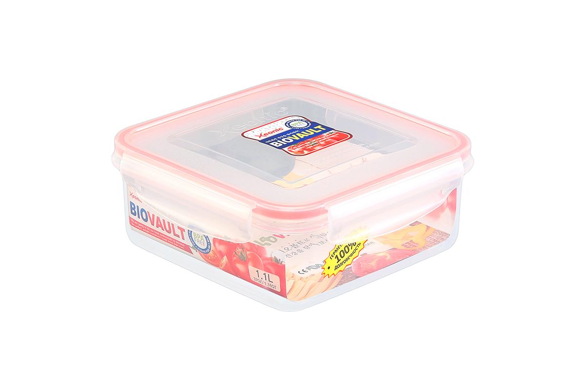 Контейнер пищевой Xeonic, квадратный, цвет: прозрачный, красный, 1,1 л. 810057810057Пластиковый герметичный контейнер для хранения продуктов Xeonic произведен извысококачественных материалов, имеет 100% герметичность, термоустойчив, может бытьиспользован в микроволновой печи и в морозильной камере, устойчив к воздействию масел ижиров, не впитывают запах. Удобен в использовании, долговечен, легко открывается изакрывается, не занимает много места, можно мыть в посудомоечной машине.Размеры контейнера: 16,7 х 16,7 х 6,6 см.