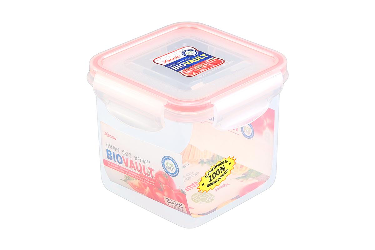 Контейнер пищевой Xeonic, высокий, цвет: прозрачный, красный, 800 мл. 810060810060Пластиковые герметичные контейнеры для хранения продуктов Xeonic произведены из высококачественных материалов, имеют 100% герметичность, термоустойчивы, могут быть использованы в микроволновой печи и в морозильной камере, устойчивы к воздействию масел и жиров, не впитывают запах. Удобны в использовании, долговечны, легко открываются и закрываются, не занимают много места, можно мыть в посудомоечной машине. Размеры контейнера: 12 х 12 х 11 см.
