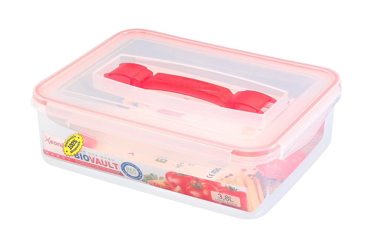 Контейнер пищевой Xeonic с ручкой, прямоугольный, цвет: прозрачный, красный, 3,8 л. 810105810105Контейнер Xeonic, изготовленный из высококачественного полипропилена, предназначен для хранения любых пищевых продуктов. Крышка с силиконовой вставкой герметично защелкивается специальным механизмом. На крышке расположена удобная ручка для переноски.Изделие устойчиво к воздействию масел и жиров, не впитывает запах. Прозрачные стенки позволяют видеть содержимое.Контейнер Xeonic удобен для ежедневного использования в быту, долговечен, легко открывается и закрывается, не занимает много места.Можно мыть в посудомоечной машине, использовать в микроволновой печи и морозильной камере.