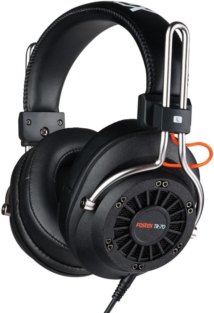 Fostex TR-70 (80 Ом) наушники4995090306285Fostex TR-70 - это усовершенствованные профессиональные динамические наушники из новой линейки. Модель имеет открытое акустическое оформление и обеспечивает звучание студийного уровня. Каждая пара наушников поставляется с двумя видами съёмных кабелей (витой и прямой), а также с двумя наборами амбушюр: стандартной толщины и утолщёнными. Конструкция наушников обеспечивает максимальный комфорт.