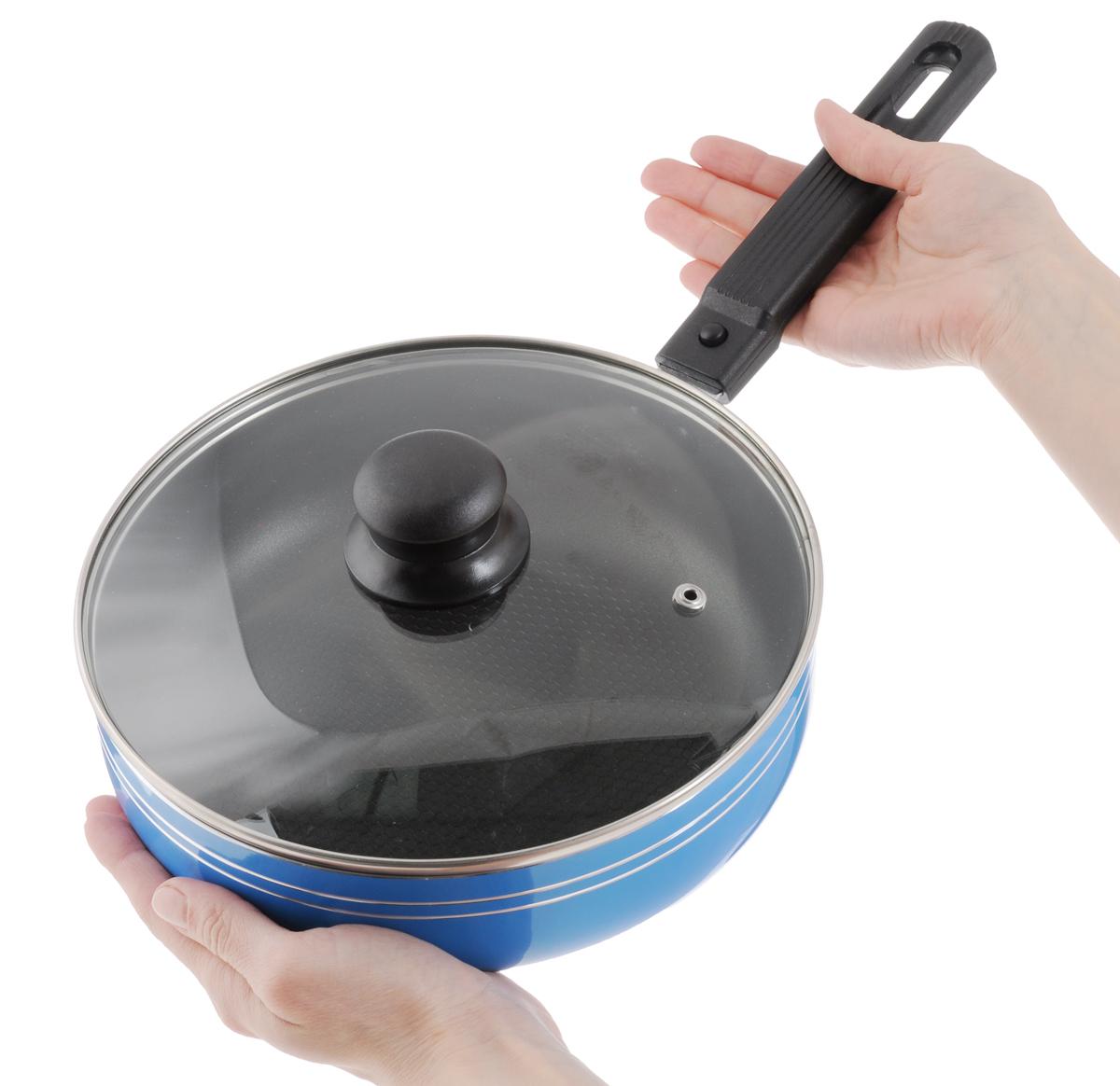 """Сковорода-сотейник """"Добрыня"""" изготовлена  из алюминия с высококачественным  антипригарным покрытием эко-керамика. Не  содержит вредных примесей ПФОК, что  способствует здоровому и экологичному  приготовлению пищи. Кроме того, с таким  покрытием пища не пригорает и не  прилипает к стенкам, поэтому можно готовить с  минимальным добавлением масла и жиров. Покрытие обладает высокой прочностью,  устойчиво к высокотемпературным режимам и  истиранию керамического слоя при ежедневном  использовании. Благодаря высокой  теплопроводности алюминия сковорода  распределяет тепло по всей  поверхности, что делает приготовление пищи  максимально качественным.   Сковорода-сотейник оснащена крышкой из  жаростойкого  стекла с отверстием для выхода пара и  эргономичной съемной ручкой из пластика.  Подходит для использования на всех  видах плит, кроме индукционных. Можно мыть в  посудомоечной машине.  Диаметр сковороды-сотейника: 22 см.  Высота стенок: 6,5 см.  Длина ручки: 18 см."""