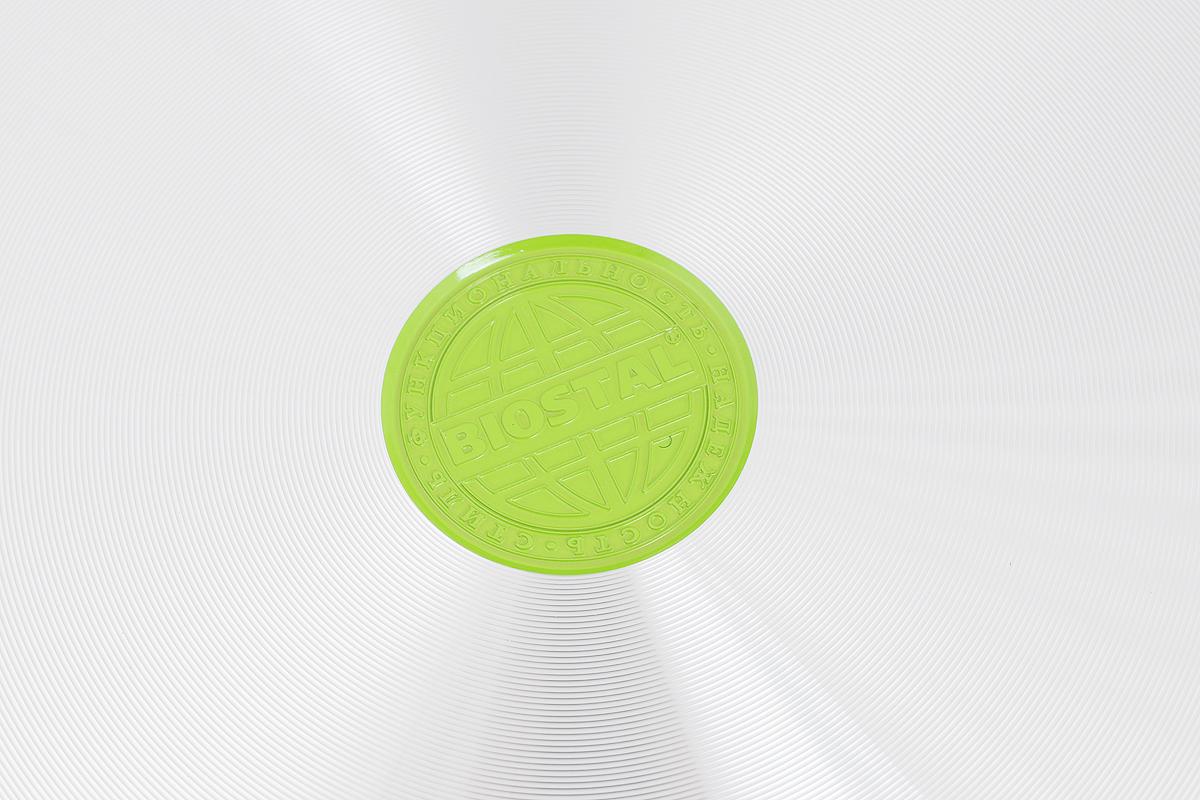 """Сковорода """"Biostal"""" выполнена из литого алюминия с многослойным керамическим покрытием Ceralon на основе натуральных компонентов швейцарского производства Ilag. Утолщенное дно изделия обеспечивает равномерное распределение тепла по всей рабочей поверхности. Ненагревающаяся эргономичная ручка из бакелита с покрытием soft-touch обеспечит удобный захват, превращая процесс приготовления пищи в удовольствие. Можно готовить с минимальным количеством масла.Подходит для использования на газовых, электрических и стеклокерамических плитах, кроме индукционных. Можно мыть в посудомоечной машине.Диаметр сковороды: 28 см. Высота стенки: 6 см. Длина ручки: 20 см."""