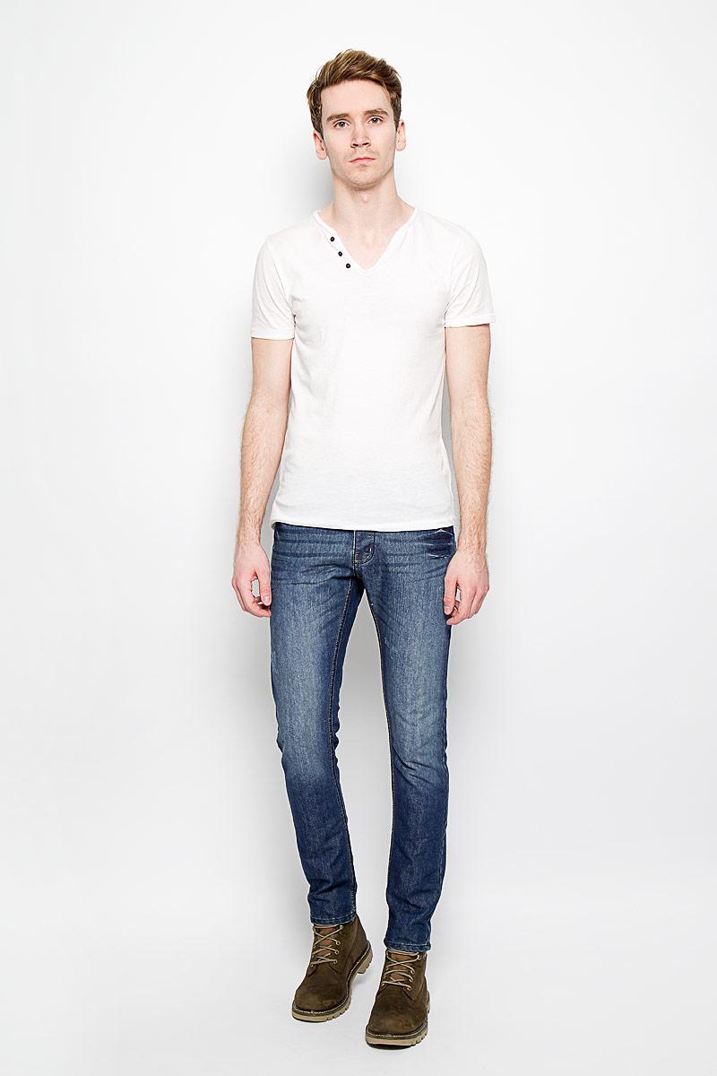 Джинсы мужские MeZaGuZ, цвет: синий. Woofer/Denim. Размер 44 (52)Woofer/DenimСтильные мужские джинсы MeZaGuZ высочайшего качества, подходят большинству мужчин. Модель прямого кроя и средней посадки станет отличным дополнением к вашему современному образу. На поясе джинсы застегиваются на металлическую пуговицу и имеют ширинку на застежках-пуговицах, также имеются шлевки для ремня. Спереди модель оформлена двумя втачными карманами и одним небольшим секретным кармашком, а сзади - двумя накладными карманами. Модель оформлена эффектом потертости. Эти модные и в тоже время комфортные джинсы послужат отличным дополнением к вашему гардеробу. В них вы всегда будете чувствовать себя уютно и комфортно.