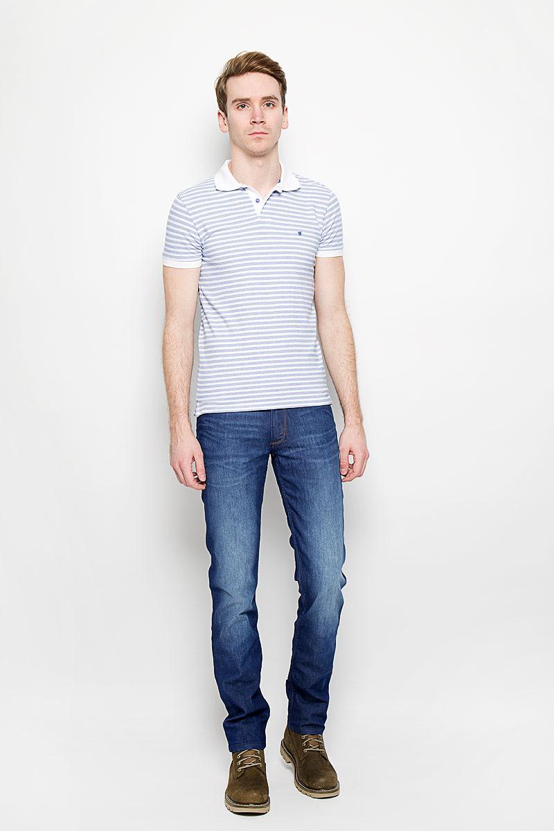 Джинсы мужские Wrangler Greensboro, цвет: синий. W15QZS75Q. Размер 31-34 (46/48-34)W15QZS75QМужские джинсы Wrangler станут отличным дополнением к вашему гардеробу. Джинсы выполнены из эластичного хлопка. Изделие мягкое и приятное на ощупь, не сковывает движения и позволяет коже дышать. Модель на поясе застегивается на металлическую пуговицу и ширинку на металлической застежке-молнии, а также предусмотрены шлевки для ремня. Спереди расположены два втачных кармана и один секретный кармашек, а сзади - два накладных кармана. Изделие с легким эффектом потертости оформлено контрастными отстрочками, металлическими кнопками и украшено нашивкой с названием бренда. Современный дизайн, отличное качество и расцветка делают эти джинсы модным, стильным и практичным предметом мужской одежды. Такая модель подарит вам комфорт в течение всего дня.