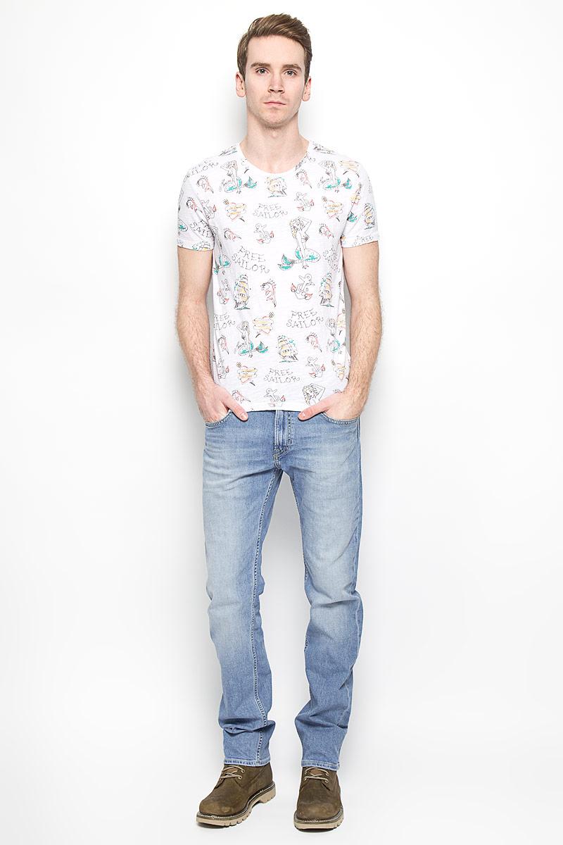 Джинсы мужские Lee Blake, цвет: голубой. L730BCQH. Размер 30-32 (46-32)L730BCQHМужские джинсы Lee Blake станут стильным дополнением к вашему гардеробу. Изготовленные из хлопка с добавлением эластана, они мягкие, тактильно приятные, позволяют коже дышать.Джинсы прямого кроя застегиваются на поясе на металлическую пуговицу и имеют ширинку на застежке-молнии, а также шлевки для ремня. Спереди расположены два втачных кармана и один маленький накладной, сзади - два накладных кармана. Изделие оформлено легким эффектом потертости, декорировано металлическими клепками и контрастной прострочкой.Современный дизайн и расцветка делают эти джинсы модным предметом мужской одежды. Такая модель подарит вам комфорт в течение всего дня.