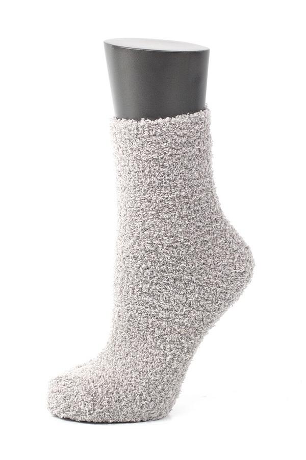 Носки женские Alla Buone, цвет: белый. CD023. Размер универсальный023CDУдобные и очень мягкие носки Alla Buone, изготовленные из эластичного полиэстера, очень приятные на ощупь, позволяют коже дышать. Эластичная резинка не сдавливает ногу, обеспечивая комфорт и удобство. Подошва изделия снабжена силиконовыми наклейками против скольжения по полу.