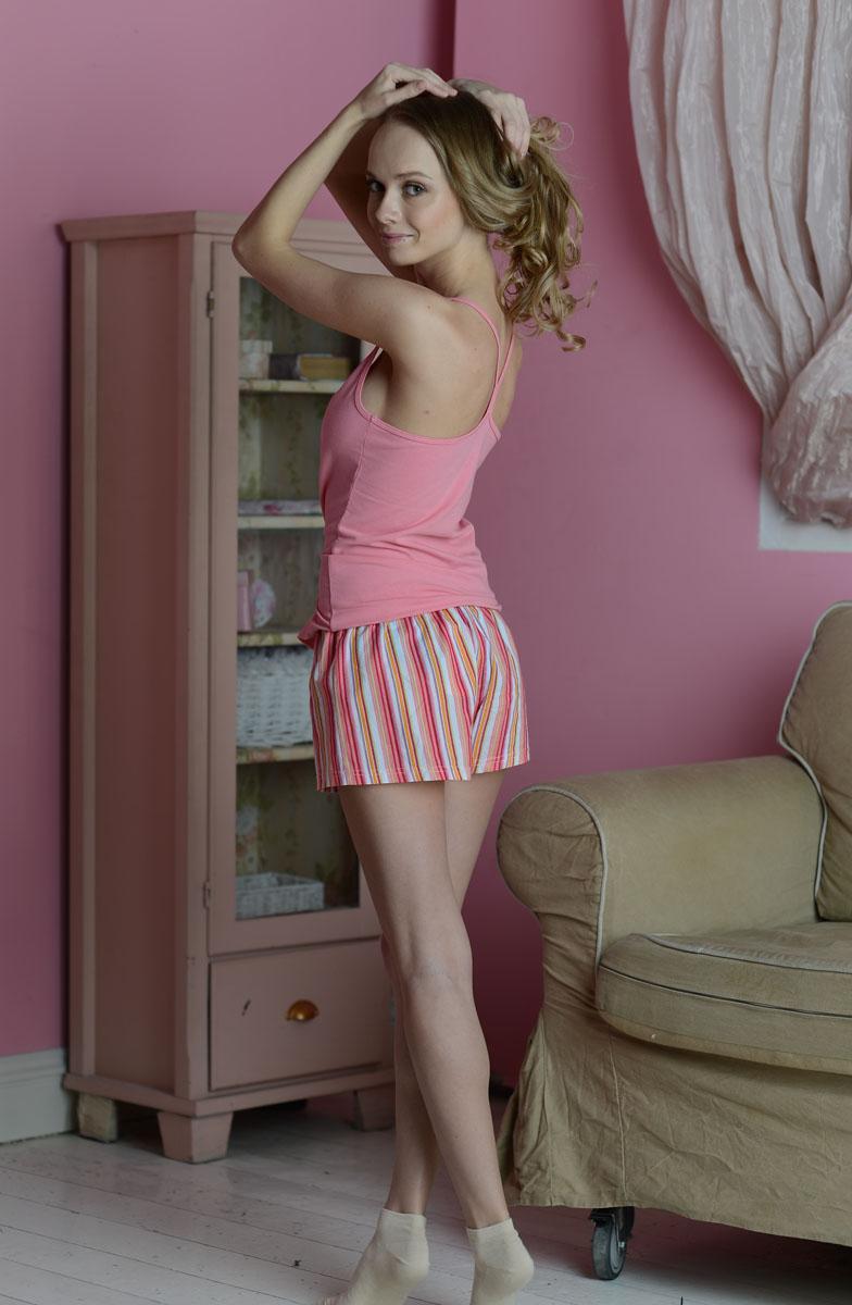 Костюм домашний женский Alla Buone: майка, шорты, цвет: розовый, белый, коралловый. 99008. Размер M (44/46)99008Домашний женский костюм Alla Buone состоит из майки и шорт. Майка с бретельками выполнена из эластичного хлопка в лаконичном стиле. Шорты выполнены из натурального хлопка и оформлены принтом в полоску. Эластичная резинка шорт дополнена затягивающимся шнурком.