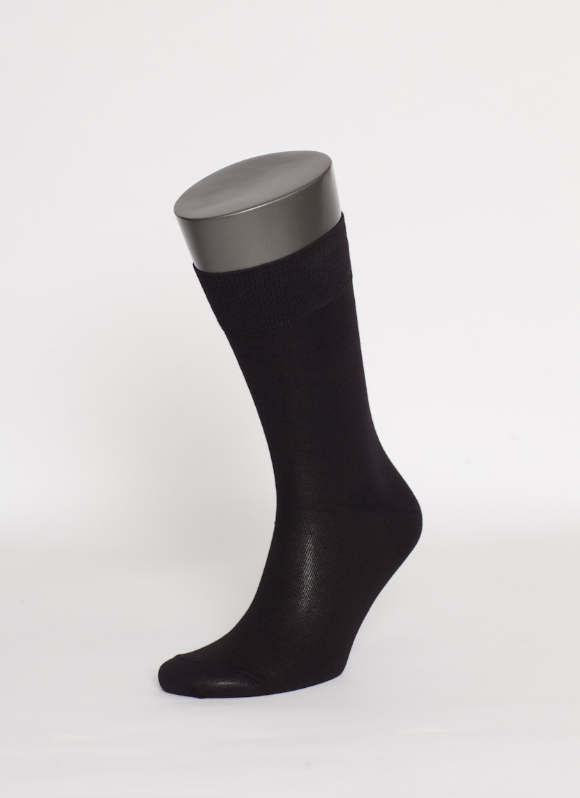 Носки мужские Uomo Fiero, цвет: черный. MS026. Размер 29 (43/45)MS026Мужские носки Uomo Fiero превосходного качества, изготовленные из высококачественного хлопкового волокна, очень мягкие и приятные на ощупь, позволяют коже дышать. Эластичная двубортная резинка плотно облегает ногу, не сдавливая ее, обеспечивая комфорт и удобство. Носки обладают повышенной прочностью, не подвержены усадке. Модель с классическим паголенком.Идеальное сочетание практичности, комфорта и элегантности!