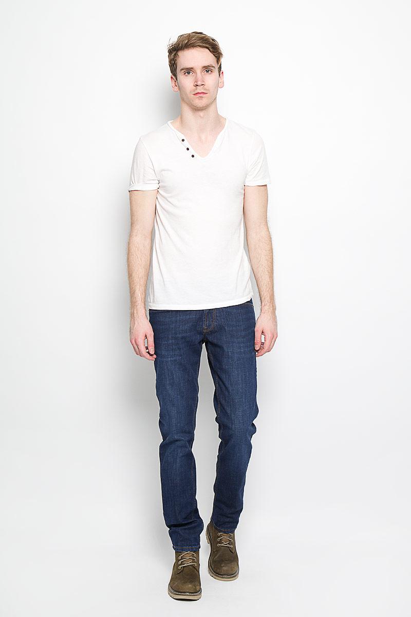 Джинсы мужские F5, цвет: темно-синий. 160133_09506. Размер 30-32 (46-32)160133_09506, 11816 str., w.darkСтильные мужские джинсы F5 - джинсы высочайшего качества на каждый день, которые прекрасно сидят. Джинсы не сковывают движения и дарят комфорт. Модель прямого кроя и средней посадки изготовлена из высококачественного эластичного хлопка. Застегиваются джинсы на пуговицу в поясе и ширинку на молнии, также имеются шлевки для ремня. Спереди модель дополнена двумя втачными карманами и одним небольшим секретным кармашком, а сзади - двумя накладными карманами. Эти модные и в тоже время комфортные джинсы послужат отличным дополнением к вашему гардеробу. В них вы всегда будете чувствовать себя уютно и комфортно.