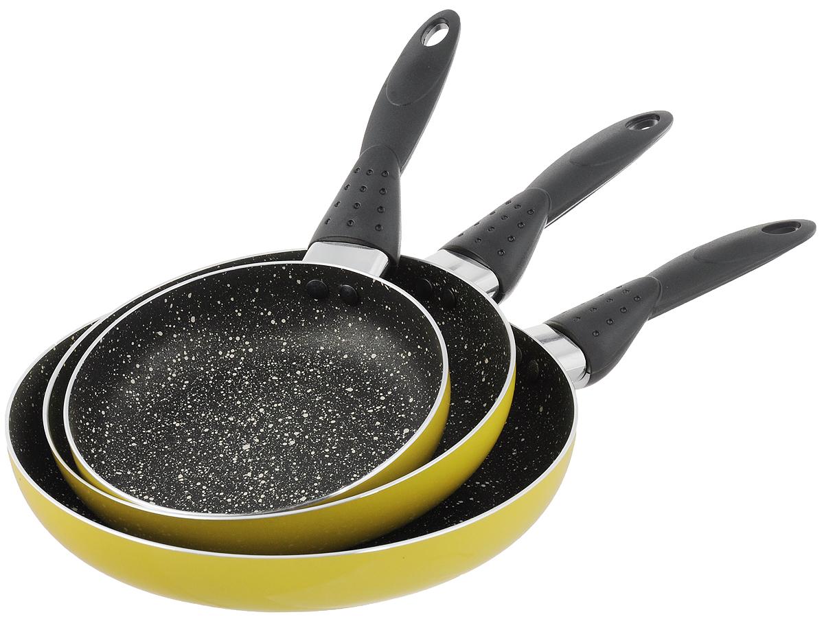 Набор сковородок Calve, с антипригарным покрытием, цвет: желтый, 3 предмета. CL-1106CL-1106_желтыйНабор Calve состоит из 3 сковородок разного диаметра, изготовленных из высококачественного алюминия с внутренним антипригарным покрытием. С таким покрытием пища не пригорает и посуда легко моется. Дно изделий имеет специальную утяжеленную конструкцию, которая обеспечивает высокую теплопроводность. Сковороды снабжены удобными эргономичными бакелитовыми ручками, которые не позволят выскользнуть посуде из ваших рук.Внешнее цветное покрытие жаростойкое.Подходят для всех типов плит, кроме индукционных. Можно мыть в посудомоечной машине. Диаметр большой сковороды: 24 см.Высота стенки большой сковороды: 4 см.Длина ручки большой сковороды: 16 см.Диаметр средней сковороды: 20 см.Высота стенки средней сковороды: 4 см.Длина ручки средней сковороды: 16 см.Диаметр малой сковороды: 16 см.Высота стенки малой сковороды: 4 см.Длина ручки малой сковороды: 16 см.