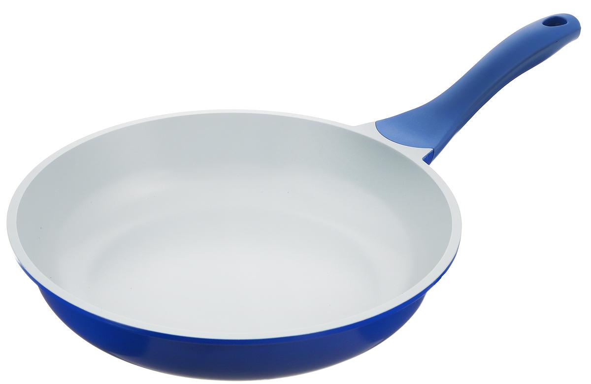Сковорода Biostal, с керамическим покрытием, цвет: синий, серый. Диаметр 28 см. FP-28Bio-FP-28 синий/серыйСковорода Biostal выполнена из литого алюминия с многослойным керамическим покрытием Ceralon на основе натуральных компонентов швейцарского производства Ilag. Утолщенное дно изделия обеспечивает равномерное распределение тепла по всей рабочей поверхности. Ненагревающаяся эргономичная ручка из бакелита с покрытием soft-touch обеспечит удобный захват, превращая процесс приготовления пищи в удовольствие. Можно готовить с минимальным количеством масла.Подходит для использования на газовых, электрических и стеклокерамических плитах, кроме индукционных. Можно мыть в посудомоечной машине.Диаметр сковороды: 28 см. Высота стенки: 6 см. Длина ручки: 20 см.