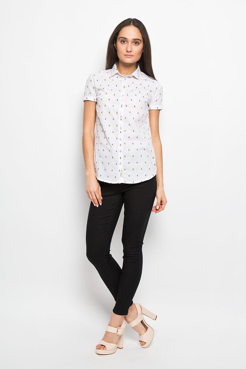Рубашка женская Lee Cooper, цвет: белый, бежевый, темно-синий. W20009-0125. Размер L (50)W20009-0125Стильная женская рубашка Lee Cooper, выполненная из натурального хлопка, прекрасно подойдет для повседневной носки. Материал очень мягкий и приятный на ощупь, не сковывает движения и позволяет коже дышать.Рубашка слегка приталенного кроя с отложным воротником и короткими рукавами застегивается на пуговицы по всей длине. Рукава дополнены декоративными отворотами. Изделие оформлено принтом с изображением миниатюрных птичек по всей поверхности.Такая рубашка будет дарить вам комфорт в течение всего дня и станет модным дополнением к вашему гардеробу.