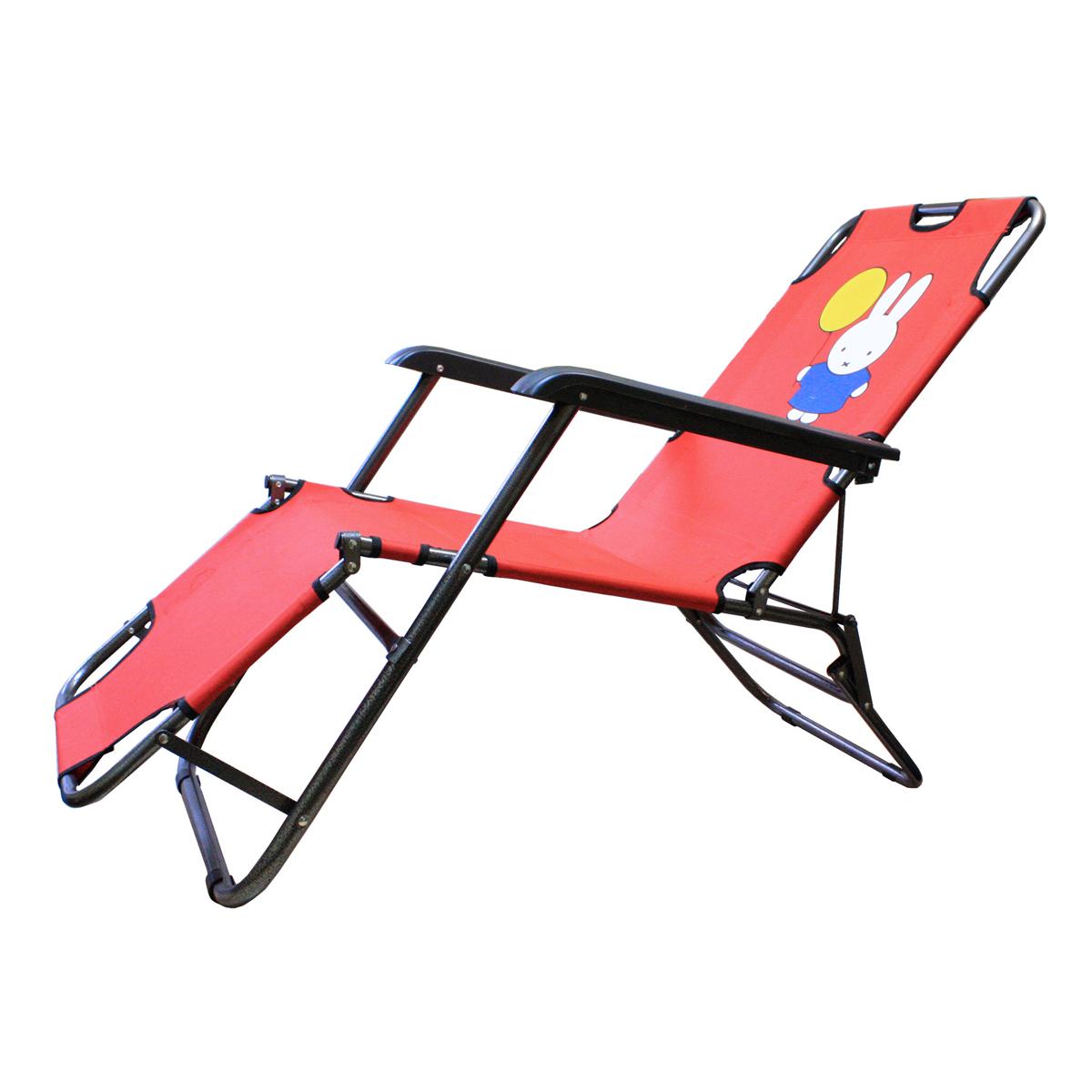 Happy Camper Шезлонг детскийYTET-006Детский шезлонг Happy Camper может использоваться как в качестве мебели для кемпинга, так и в качестве пляжного аксессуара. Он позволит малышу с комфортом отдохнуть на природе. Чехол из полиэстера легко чиститься, так что можно не беспокоиться о случайных загрязнениях, которые неизбежны при загородном отдыхе.Шезлонг оформлен принтом с изображением забавного зайчика с воздушным шариком. Такой шезлонг легко хранить и брать с собой в поездку, ведь в сложенном состоянии он занимает совсем мало места. Прочная металлическая конструкция выдерживает нагрузку до 60 кг.