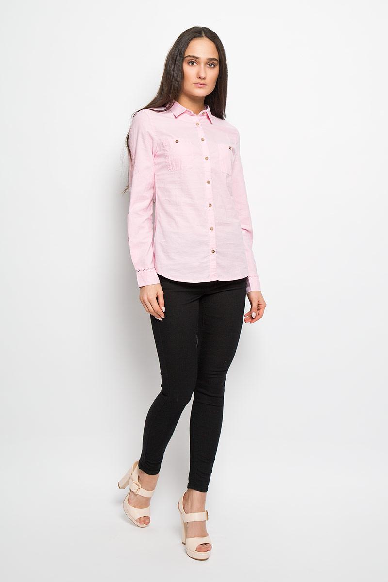 Рубашка женская Sela Casual, цвет: пастельно-розовый. B-312/013-6122. Размер M (46)B-312/013-6122Стильная женская рубашка Sela Casual, выполненная из натурального хлопка, прекрасно подойдет для повседневной носки. Материал очень мягкий и приятный на ощупь, не сковывает движения и позволяет коже дышать.Рубашка приталенного кроя с отложным воротником и длинными рукавами застегивается на пуговицы по всей длине. На груди модели предусмотрены два накладных кармана на пуговицах. Манжеты рукавов также застегиваются на пуговицы. На рукавах модель декорирована узкими ажурными вставками.Такая рубашка будет дарить вам комфорт в течение всего дня и станет модным дополнением к вашему гардеробу.