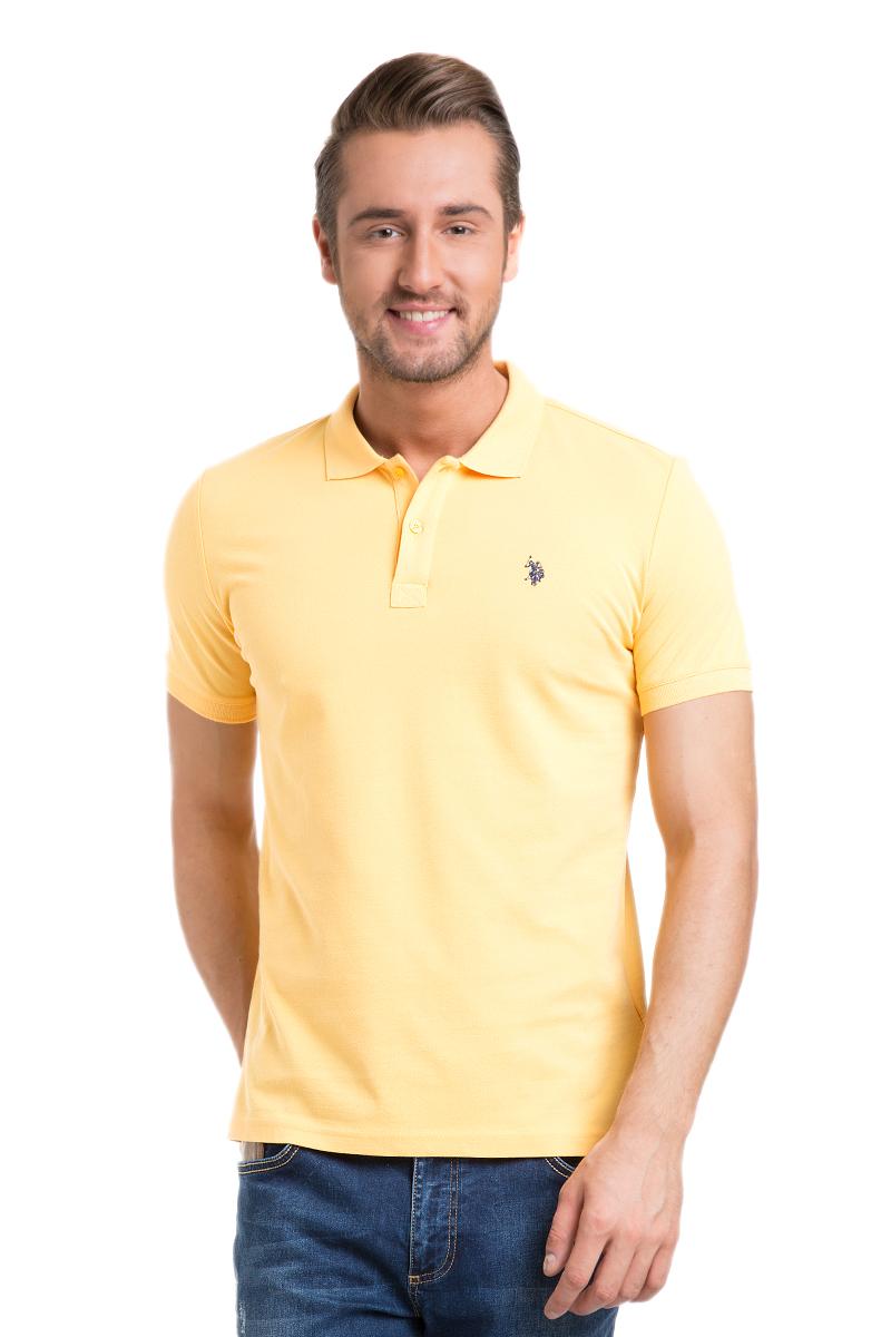 Поло мужское U.S. Polo Assn., цвет: желтый. G081GL0110GTP04IY6_TR0019. Размер XS (42/44)G081GL0110GTP04IY6_TR0019Стильная мужская футболка-поло U.S. Polo Assn., выполненная из высококачественного хлопка, обладает высокой теплопроводностью, воздухопроницаемостью и гигроскопичностью, позволяет коже дышать.Модель с короткими рукавами и отложным воротником - идеальный вариант для создания оригинального современного образа. Сверху футболка-поло застегивается на две пуговицы. Воротник и низ рукавов выполнены из трикотажной резинки. Модель оформлена на груди небольшой вышивкой.