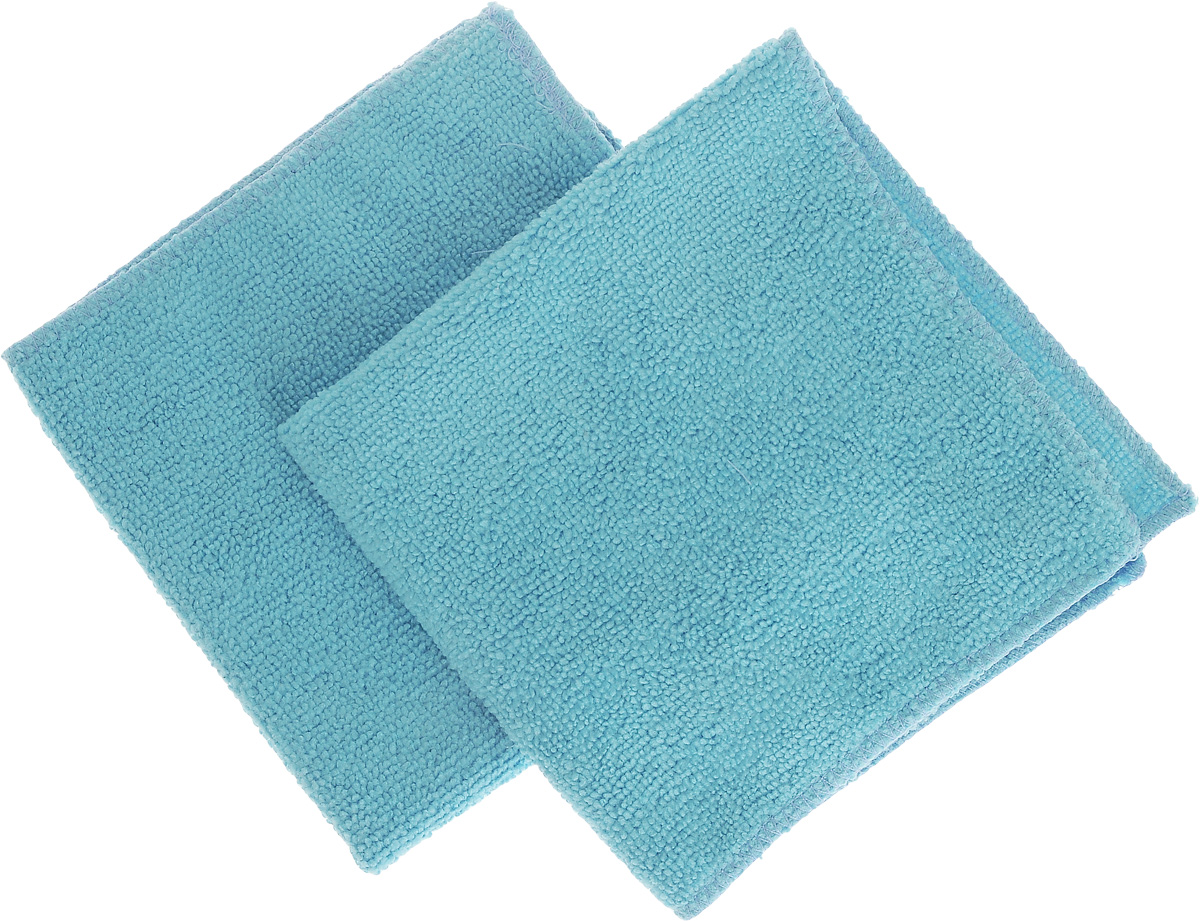 Салфетка для уборки Помощница из микрофибры, цвет: голубой, 30 х 30 см, 2 штЕ4802_2 голубыеСалфетки Помощница изготовлены из микрофибры. Это великолепная гипоаллергенная ткань, изготовленная из тончайших полимерных микроволокон. Салфетки из микрофибры могут поглощать количество пыли и влаги, в 7 раз превышающее ее собственный вес. Многочисленные поры между микроволокнами, благодаря капиллярному эффекту, мгновенно впитывают воду, подобно губке. Благодаря мелким порам микроволокна, любые капельки, остающиеся на чистящей поверхности, очень быстро испаряются, и остается чистая дорожка без полос и разводов. В сухом виде при вытирании поверхности волокна микрофибры электризуются и притягивают к себе микробов, мельчайшие частицы пыли и грязи, удерживая их в своих микропорах. Рекомендации по уходу: - Ручная и машинная стирка при температуре не более 40°С, без использования хлора,- Не отбеливать, - Не гладить, - Не рекомендуется сушить на батареях.