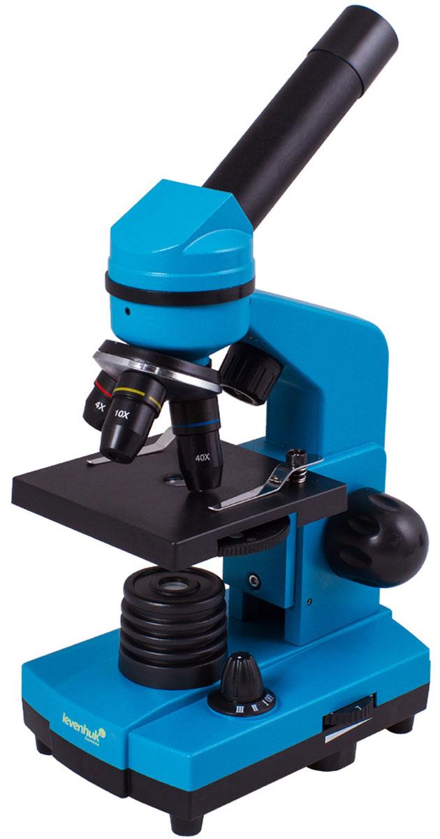 Levenhuk Rainbow 2L, Azure микроскопXSP-1406 plastic Pantone #313CЧтобы учеба была эффективной, важно, чтобы она приносила удовольствие. Со школьным микроскопомLevenhuk Rainbow 2L занятия по биологии станут по-настоящему интересными, ведь самостоятельноеисследование микромира гораздо увлекательнее, чем сухое изложение материала в учебнике. В комплектвходит все необходимое для первых биологических опытов. Кроме того, благодаря стильному и яркому корпусу,микроскоп привлекает внимание - таким подарком приятно похвастаться перед одноклассниками.Качественная оптика:Все линзы микроскопа сделаны из специального оптического стекла, которое отличается высокойпрозрачностью. Дополнительно на оптические поверхности нанесено многослойное просветляющее покрытие- оно повышает светопропускание оптики и улучшает качество изображения. Эта модель поставляется вкомплекте с тремя объективами - микроскоп дает увеличение от 40 до 400 крат. Менять кратность очень просто- для этого нужно только повернуть револьверное устройство.Универсальность - изучение прозрачных и непрозрачных препаратов:Один из плюсов этого микроскопа - его универсальность. Прибор снабжен двумя осветителями. Нижнийиспользуется для наблюдения прозрачных образцов - с его помощью можно, например, рассматривать тонкиесрезы растений или насекомых. Верхняя подсветка позволяет изучать непрозрачные образцы - небольшиекамни, монеты, банкноты и многое другое. Для изучения полупрозрачных препаратов нужно включить обеподсветки одновременно. Выбор препаратов ограничен лишь их размерами и фантазией исследователя!Удобная конструкция:Пластиковый корпус намного легче металлического - микроскоп удобно брать с собой в школу, на прогулку илив гости. При этом прибор достаточно прочен - он прекрасно подходит для частого использования. Длякомфорта во время наблюдений окулярная трубка наклонена под углом 45°. Подсветка может работать нетолько от сети переменного тока, но и от батареек.Набор для опытов:Благодаря набору для опытов Levenhuk K50 н