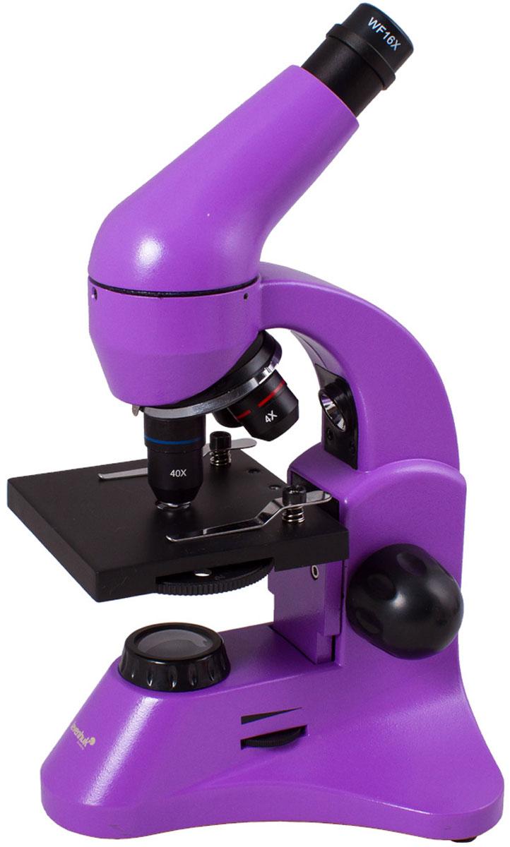 Levenhuk Rainbow 50L Plus, Amethyst микроскопXSP-45 metal Pantone #265CУчеба или лабораторные исследования станут увлекательнее с микроскопом Levenhuk Rainbow 50L Plus. Новичкам пригодится набор для проведения экспериментов, а опытные исследователи оценят превосходные оптические характеристики, эргономичность и надежность прибора. Благодаря яркому революционному дизайну микроскоп станет идеальным подарком для всех, кто интересуется биологией.Качественная оптика:Три объектива позволяют получить увеличения 64, 160 и 640 крат. В конструкции объектива 40xs используется особый пружинный механизм, который защищает оптику от повреждений. Благодаря этому механизму объектив отодвинется, если при фокусировке случайно коснуться им препарата. В комплект входит линза Барлоу, повышающая кратность прибора с каждым объективом. Уже в базовой комплектации микроскоп позволяет получить увеличение до 1280 крат!Линзы сделаны из качественного оптического стекла и покрыты просветляющим составом, так что картинка получается контрастной и резкой.Универсальная светодиодная подсветка:Микроскоп снабжен двумя яркими светодиодными осветителями. Чтобы изучать прозрачные препараты, например кошачью шерсть или микроскопических аквариумных рачков, используйте нижнюю подсветку. С помощью верхнего осветителя можно рассматривать непрозрачные препараты – волокна бумаги, монеты и многое другое. Полупрозрачные объекты хорошо видны, если включить сразу оба осветителя. Яркость регулируется, так что для каждого объекта можно подобрать подходящий уровень освещения.Эргономичный корпус:Микроскоп отличается современным эргономичным дизайном – в его конструкции учтено все для удобного использования. Корпус изготовлен из металла, так что прибор легко выдержит частое использование. Чтобы пользователь не уставал при долгой работе с микроскопом, окулярная насадка наклонена на 45°. Кроме того, насадку вращается на 360° вокруг оси – при групповых занятиях микроскоп можно не двигать.Подсветка работает от сети переменного