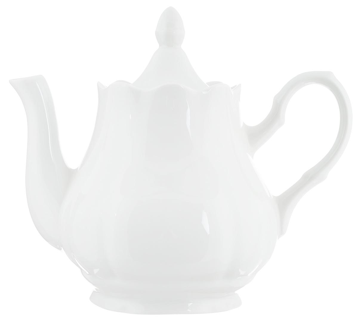 """Заварочный чайник """"Романс. Белье"""" выполнен из  высококачественного фарфора и покрыт  сверкающей глазурью. Изделие оснащено крышкой.   Заварочный чайник """"Романс. Белье"""" придется по  вкусу и  ценителям классики, и тем, кто предпочитает  утонченность и  изысканность.   Диаметр (по верхнему краю): 10 см.  Высота чайника (без учета крышки): 17 см."""