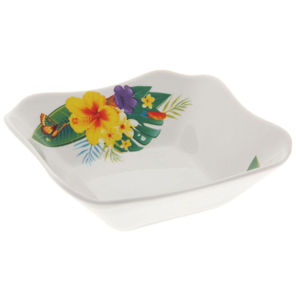 Салатник Райский остров, квадратный, 250 мл1303779Элегантный квадратный салатник Райский остров, изготовленный из высококачественного фарфора, прекрасно подойдет для подачи различных блюд: закусок, салатов или фруктов. Такой салатник украсит ваш праздничный или обеденный стол, а оригинальное исполнение понравится любой хозяйке.Размер салатника: 13,5 х 13,5 см.