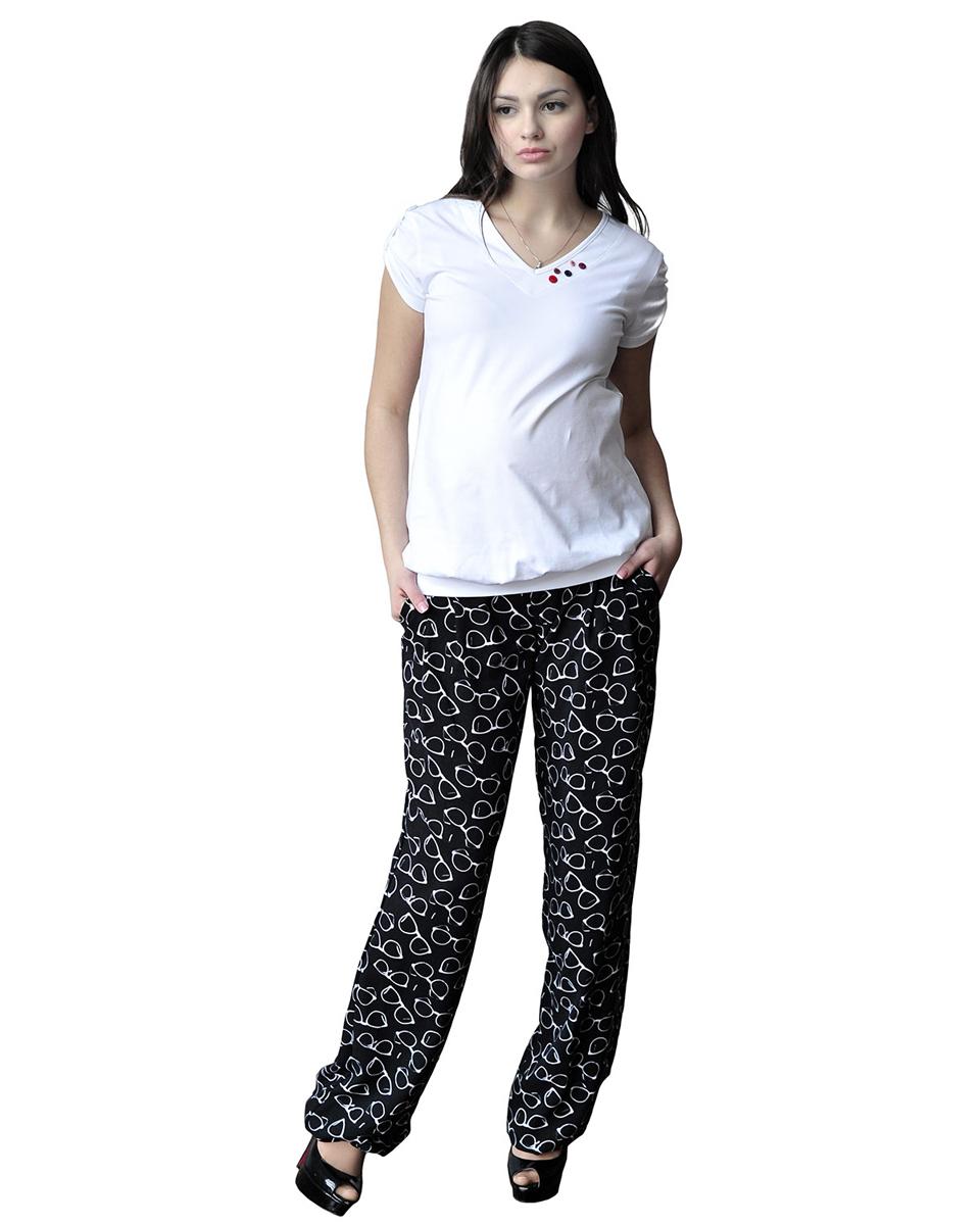 Брюки для беременных Фэст, цвет: черный, белый. 121501. Размер XS (42)121501Брюки из легкой натуральной ткани с оригинальным принтом. На передних половинках обработаны складки и карманы. Мягкий эластичный пояс обеспечивает комфортную поддержку растущему животику. По низу обработана резинка, что придает брюкам вид шаровар. Фэст - одежда по вашей фигуре.