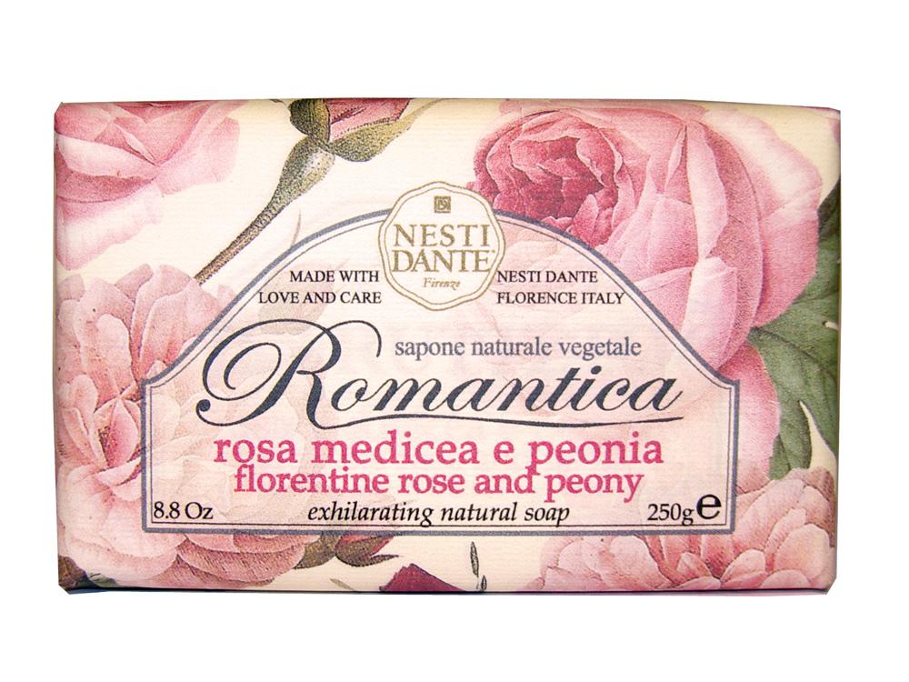 Мыло Nesti Dante Romantica. Флорентийская роза и пион, 250 г112888Натуральное мыло премиум-класса Nesti Dante Romantica. Флорентийская роза и пион - два букета, бережно отобранные самые романтичные и эмоциональные ароматы, самые незабываемые моменты нашей жизни в магии цветов провинции Тоскана. Мыло с нежным ароматом розы и пиона, бережно очищает самую чувствительную кожу.Изысканная флорентийская бумага, в которую завернуто мыло, расписана акварелью, на каждом кусочке мыла выгравирована надпись With Love And Care (С любовю и заботой). Характеристики:Вес: 250 г. Производитель: Италия. Товар сертифицирован. Nesti Dante - одна из немногих итальянских мыловаренных фабрик, которая продолжает использовать в производстве только натуральные ингредиенты и кустарный способ производства. Тщательный выбор каждого ингредиента в отдельности позволяет использовать ценное сырье, такое как цельные нейтральные растительные и животные жиры и эти качественные материалы позволяют получать более обогащенное и более мягкое мыло благодаря присутствию фракции глицерида в жирах.