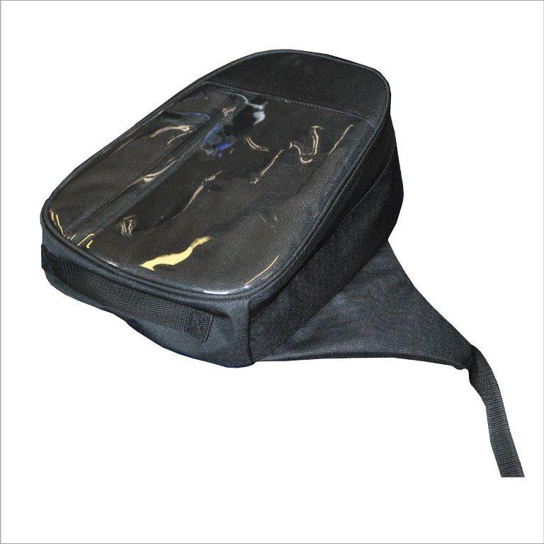 Сумка AG-brand на бак снегохода, универсальная, цвет: черныйAG-YAM-SMB-Uni-BTУниверсальная сумка AG-brand на бак, подходит для большинства моделей снегоходов. Сумка на бак снегохода закрывается водонепроницаемой молнией, имеет прозрачный карман на лицевой поверхности, изготовленный из плотной морозостойкой пленки. Карман удобен для использования карты, навигатора, телефона и т.д. Сумка изготовлена из водонепроницаемой ткани. Крепится изделие на топливный бак при помощи фастексов с регулировкой стропы.
