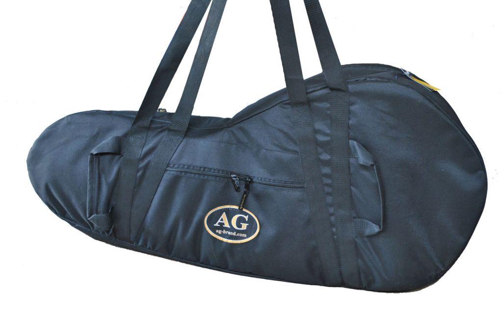 Сумка для лодочного мотора AG-brand Эконом 2 т, 3,5 л.с., цвет: черныйAG-Uni-OM-Eco-2T/3,5hpПереноска и хранение лодочного мотора. Сумка изготовлена из ткани плотностью 600den с влагоотталкивающей пропиткой.С внутренней стороны сумка выполнена из ткани с пвх покрытием и имеет антиударные вставки толщиной 5мм из вспененного наполнителя.Сумка на прочной двухзамковой молнии и имеет ручки для переноски мотора (в руках и на плече).