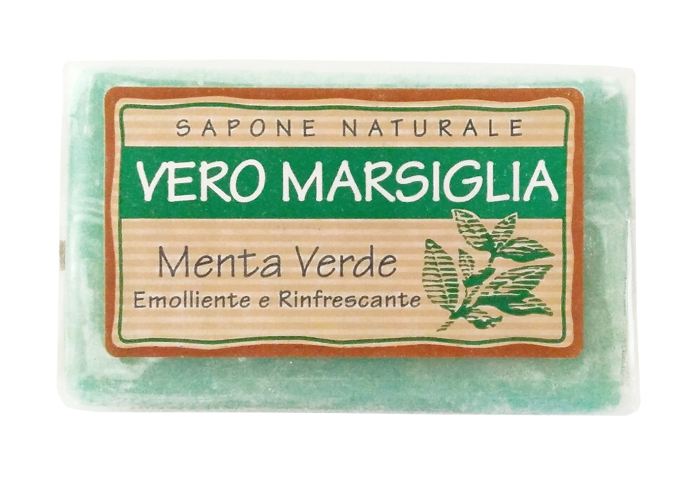 Мыло Nesti Dante Vero Marsiglia. Зеленая мята, 150 г1932124Великолепное растительное мыло Nesti Dante Vero Marsiglia. Зеленая мята изготовлено по старинным рецептам и по традиционной котловой технологии, в составе мыла только натуральные оливковое и пальмовое масло высочайшего качества, для ароматизации использованы органические эфирные масла. Ежедневный ритуал красоты, любви и заботы не только для тела, но и для души.Vero Marsiglia - линия классического мыла создана для традиционного ухода за кожей. Мыло Зеленая мята содержит натуральные экстракты мяты, отлично освежающие вашу кожу. Характеристики:Вес: 150 г. Производитель: Италия. Товар сертифицирован. Nesti Dante - одна из немногих итальянских мыловаренных фабрик, которая продолжает использовать в производстве только натуральные ингредиенты и кустарный способ производства. Тщательный выбор каждого ингредиента в отдельности позволяет использовать ценное сырье, такое как цельные нейтральные растительные и животные жиры и эти качественные материалы позволяют получать более обогащенное и более мягкое мыло благодаря присутствию фракции глицерида в жирах.