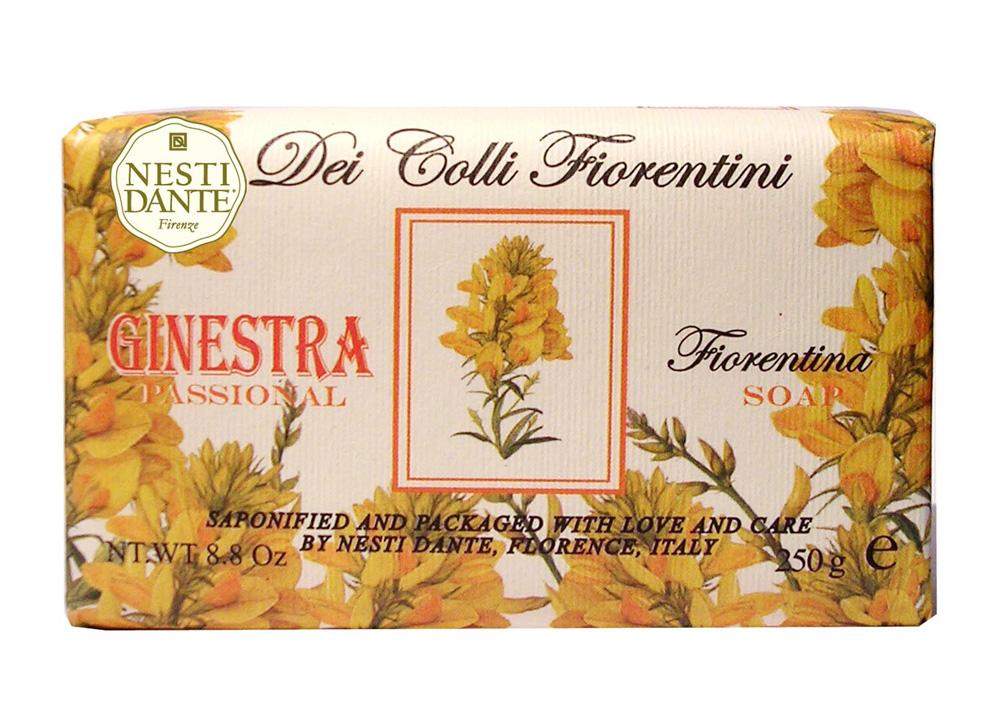 Nesti Dante Мыло Dei Colli Fiorentini. Дрок, 250 г1753106Великолепное растительное мыло премиум-класса Nesti Dante Dei Colli Fiorentini. Дрок изготовлено по старинным рецептам и по традиционной котловой технологии, в составе мыла только натуральные оливковое и пальмовое масло высочайшего качества, для ароматизации использованы органические эфирные масла. Ежедневный ритуал красоты, любви и заботы не только для тела, но и для души.Мыло Dei Colli Fiorentini. Дрок - вдохновение от путешествий по цветущим холмам Флоренции. Изысканная флорентийская бумага, в которую завернуто мыло, расписана акварелью, на каждом кусочке мыла выгравирована надпись With Love And Care (С любовью и заботой). Товар сертифицирован.