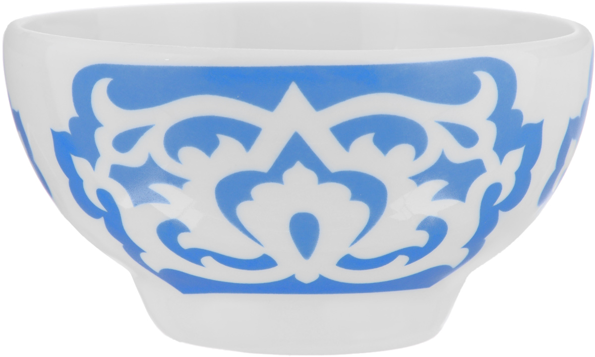 Пиала Азия, цвет: белый, синий, 250 мл508050Пиала Азия гармонично впишется в интерьер любой кухни. Изделие, выполненное из высококачественного фарфора, оформлено замысловатым орнаментом. Такая пиала прекрасно подойдет для подачи салата или мороженого. Она станет бесспорным украшением праздничного или обеденного стола. Пиала Азия дополнит коллекцию кухонной посуды и будет служить долгие годы. Диаметр пиалы (по верхнему краю): 10,7 см.Высота стенки пиалы: 5,9 см.