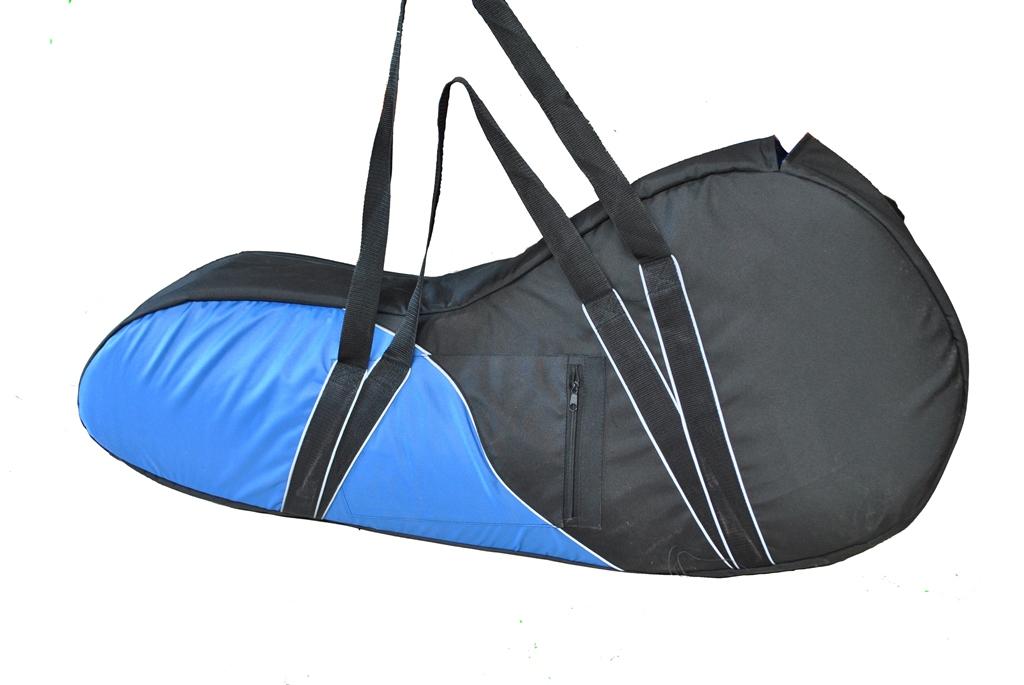 Сумка для лодочного мотора AG-brand Premium 2 т, 3,5 л.с., цвет: черныйAG-Uni-OM-Premium-2T/3,5hpПереноска и хранение лодочного мотора. Сумка изготовлена из ткани плотностью 600den с влагоотталкивающей пропиткой.С внутренней стороны сумка выполнена из ткани с пвх покрытием и имеет антиударные вставки толщиной 8мм из вспененного наполнителя.Сумка на прочной двухзамковой молнии и имеет светоотражающий кант.Все сумки имеют ручки для переноски мотора (в руках и на плече) и снабжены карманом для документации и мелких деталей.