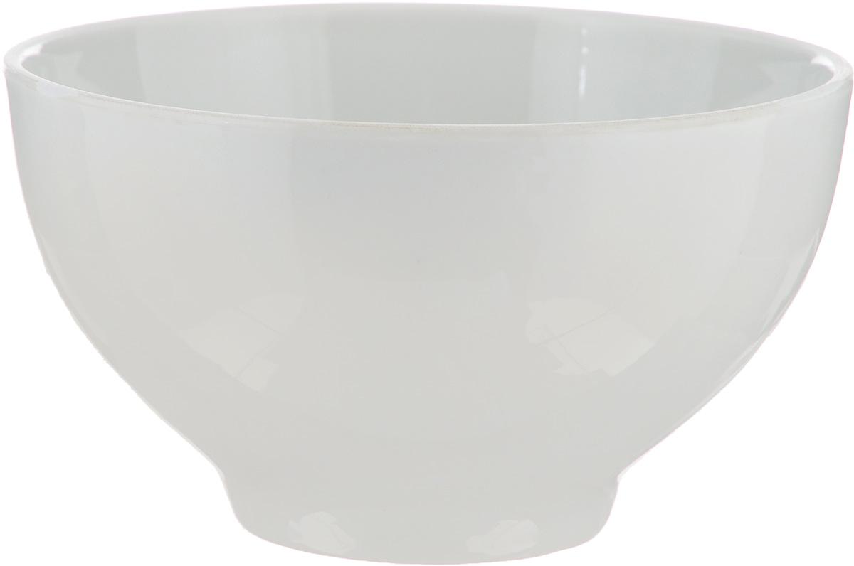"""Пиала """"Белье"""" изготовлена из  высококачественного фарфора. Изделие прекрасно  подойдет для подачи салата или мороженого.  Благодаря изысканному дизайну такая пиала станет  бесспорным украшением вашего стола. Она дополнит  коллекцию кухонной посуды и будет служить долгие  годы.  Диаметр пиалы: 10,5 см.  Диаметр основания: 6 см."""