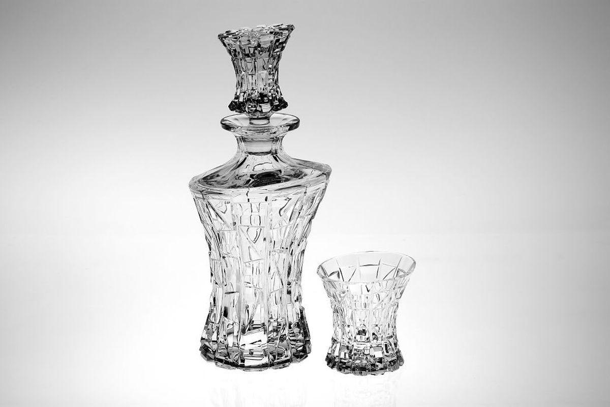 Набор для виски Crystal Bohemia, 7 предметов990/99999/9/47610/607-709Настоящий чешский хрусталь с содержанием оксида свинца 24%, что придает изделиям поразительную прозрачность и чистоту, невероятный блеск, присущий только ювелирным изделиям , особое, ни с чем не сравнимое светопреломление и игру всеми красками спектра как при естественном, так и при искусственном освещении.Продукция из хрусталя соответствуют всем европейским и российским стандартам качества и безопасности. Традиции чешских мастеров передаются из поколения в поколение. А высокая художественная ценность изделий признана искушенными ценителями во всем мире. 1 штоф 700 мл + 6 стаканов (200 мл)